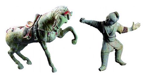 唐時代の俑「御者と馬」